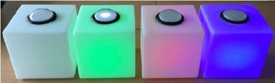 Vert, le buzzer est actif / Rouge, la réponse est erronée / Bleu, le joueur est bloqué en attendant les autres réponses
